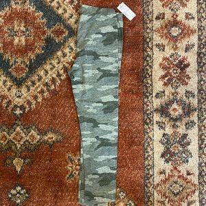 NWT - So camo capri leggings - Size S